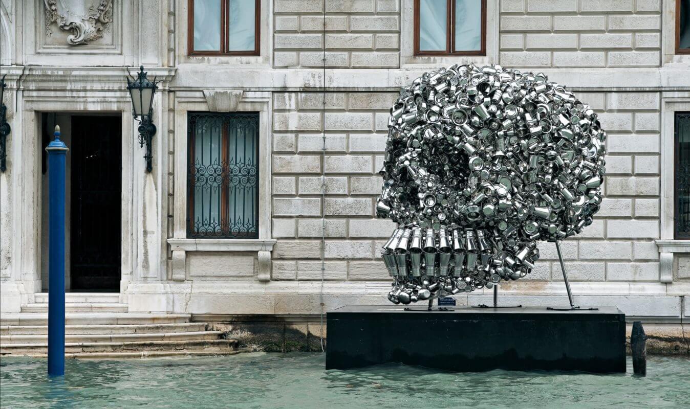 Conception et accompagnement à la création d'oeuvres d'art contemporain, de design et d'architectures: concept, dessins de principes et modélisation 3D.